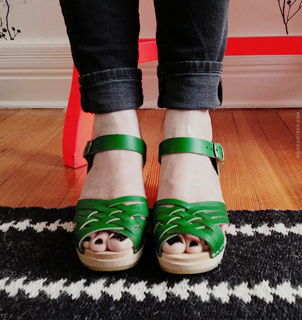 doorsixteen_greenclogs1