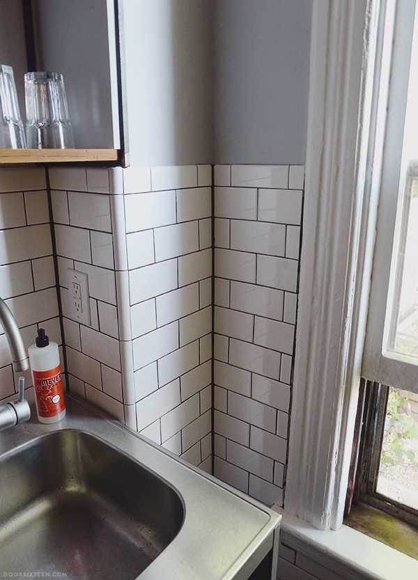 Kitchen tile: FINISHED! | Door Sixteen